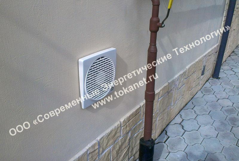 Установка электростанции Geko 9001 ED-S/SEBA в загородном доме